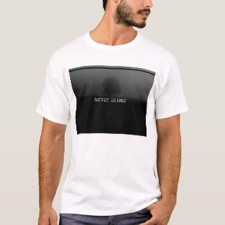 決して単独で Tシャツ