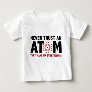 決して原子を信頼しないで下さい。 それらはすべてを構成します ベビーTシャツ