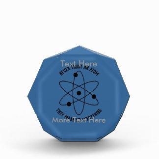 決して原子を信頼しないで下さい 表彰盾