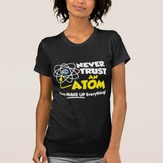 決して原子を信頼しないで下さい Tシャツ