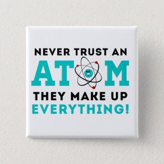 決して原子を、それら構成しますすべてを信頼しないで下さい 缶バッジ