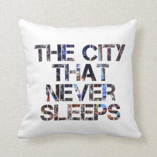 """""""決して装飾用クッション""""眠らない都市 クッション"""