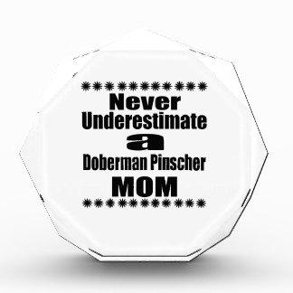 決して(犬)ドーベルマン・ピンシェルのお母さんを過少見積りしないで下さい 表彰盾