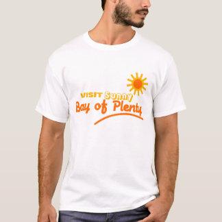沢山のワイシャツの訪問の明るい湾 Tシャツ