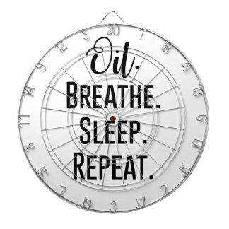 油によっては睡眠の繰り返し-精油プロダクト--が呼吸します ダーツボード