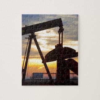 油井ポンプジャックの日の出 ジグソーパズル