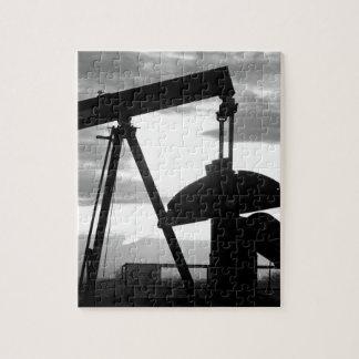 油井ポンプジャック・ブラックおよび白 ジグソーパズル