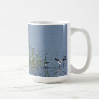 沼地の鳥のマグ コーヒーマグカップ