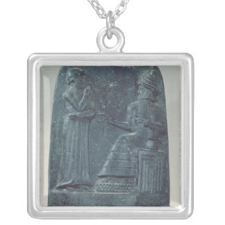法律を定めている神Shamashのレリーフ、浮き彫りの姿 シルバープレートネックレス