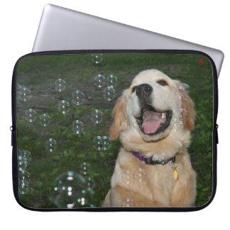 泡のゴールデン・リトリーバーの子犬 ラップトップスリーブ