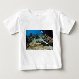 泡を吹いているガラパゴスのアシカ ベビーTシャツ