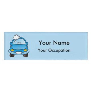 泡名札が付いている青い車 名札