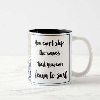 波のコーヒーカップをストップことができません ツートーンマグカップ
