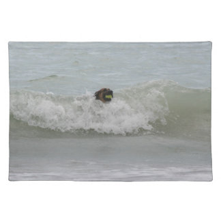 波のジャーマン・シェパードの水泳 ランチョンマット