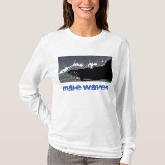 波のパイプラインの女性に長袖のTシャツをして下さい Tシャツ