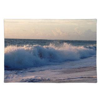 波の日の出のフロリダの大きいはねかけるビーチ ランチョンマット