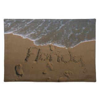 波の来ることのビーチの砂のフロリダを言い表わして下さい ランチョンマット