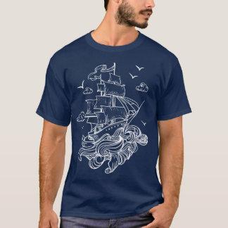 波の線画上の白い帆ボート Tシャツ