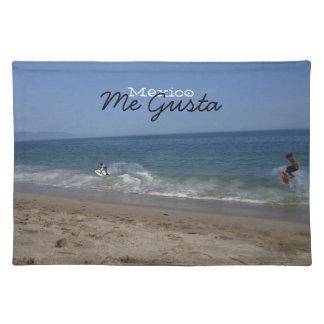 波のSkimboarders; メキシコの記念品 ランチョンマット