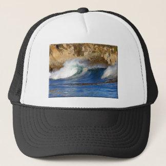 波はモンテレーに近づきます キャップ