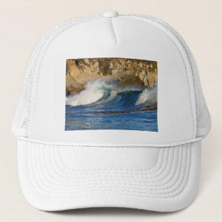 波は絵を描かれるモンテレー大きいSurカリフォルニアに近づきます キャップ