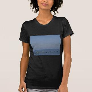波を待っているサーファー Tシャツ