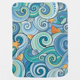 波パターンの中の魚 ベビー ブランケット