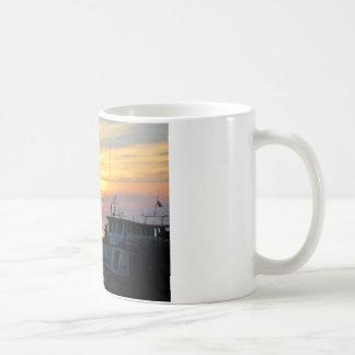 波止場のボート コーヒーマグカップ