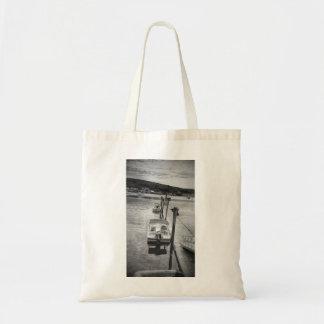 """""""波止場の"""" Boothbay港のメインの予算の戦闘状況表示板 トートバッグ"""