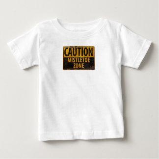 注意のヤドリギの地帯のクリスマスのキスの危険の印 ベビーTシャツ
