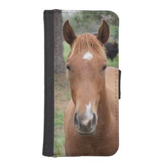 注意深いブラウンの馬のクローズアップ iPhoneSE/5/5sウォレットケース