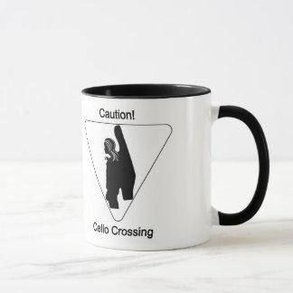 注意! チェロの交差(女性) マグカップ