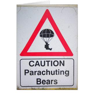 注意:  落下傘で降りるくま グリーティングカード