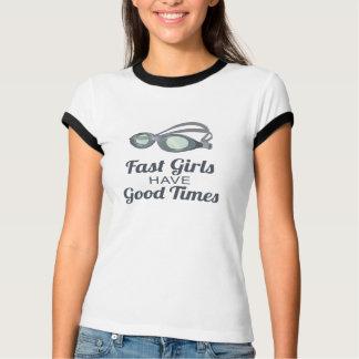 泳いでいる速い女の子はよい時を過します Tシャツ