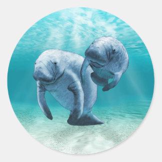 泳いでいる2匹のマナティー ラウンドシール