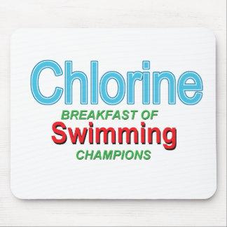 泳ぐ人の塩素の朝食 マウスパッド