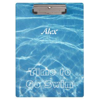 泳ぐ澄んでクールで青い水生プール水ハート クリップボード