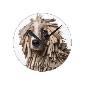 洗濯ばさみ(5の十分のオーストラリアの羊飼いの子犬 ラウンド壁時計