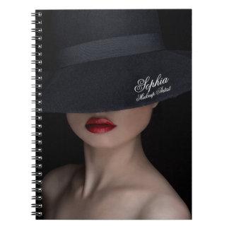 洗練された女性Red Lipsメーキャップアーティストのノート ノートブック
