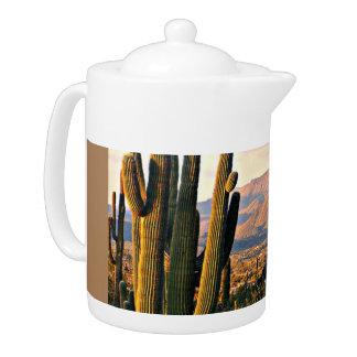 洞窟の入り江の景色の茶ポット