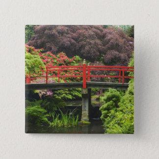 活気付くシャクナゲが付いているハート橋、 5.1CM 正方形バッジ