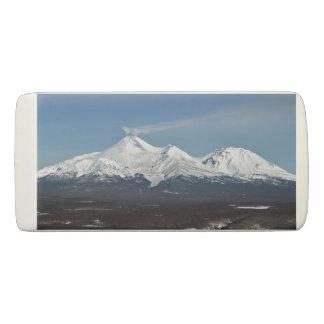 活火山の冬の全景 消しゴム