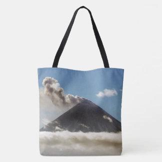 活火山の羽毛のガス、蒸気、噴火口からの灰 トートバッグ
