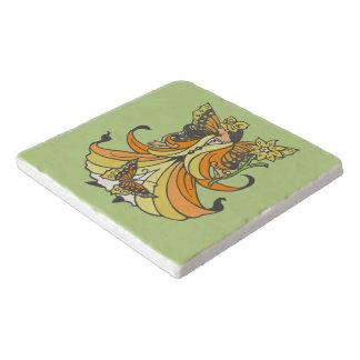 流れる服を持つオレンジ蝶妖精 トリベット