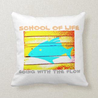 """流れ""""の枕と合っている生命の学校"""" クッション"""
