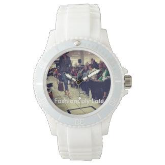 流行に遅く腕時計 腕時計
