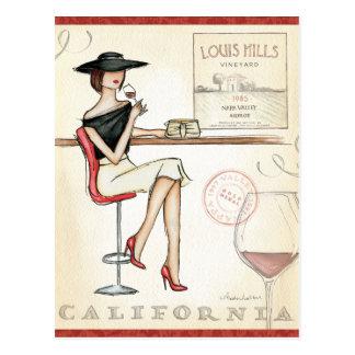 流行の先端を行く女性の飲むワイン ポストカード
