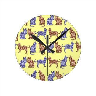 浅い黄色のペイズリー猫パターン柱時計 ラウンド壁時計