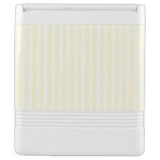 浅い黄色パステル調のレモン色および白のストライプ イグルークーラーボックス