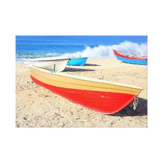 浜に引き上げられた漁船 キャンバスプリント